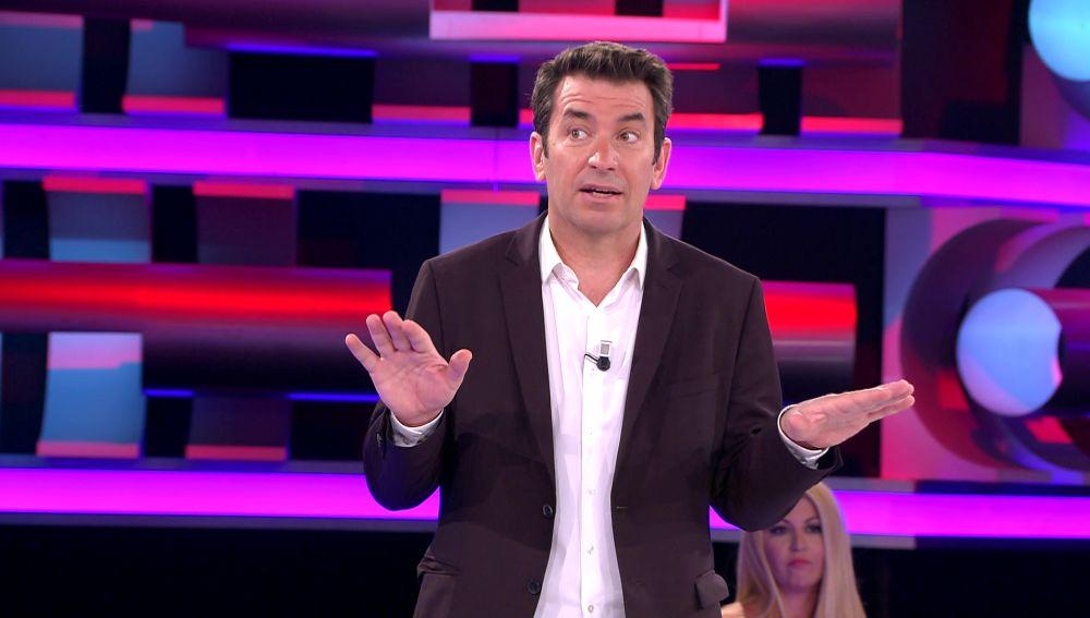 ¡Vaya siesta! El susto de Arturo Valls para despertar a una señora del público de '¡Ahora caigo!'