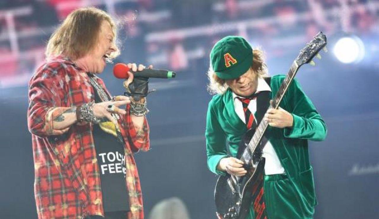 Imagen de archivo del cantante Axl Rose y el guitarrista Angus Young