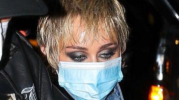 La cara de agotamiento de Miley Cyrus tras una larga jornada