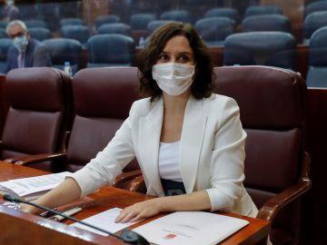 La presidenta regional, Isabel Díaz-Ayuso, al inicio del pleno de la Asamblea de Madrid.