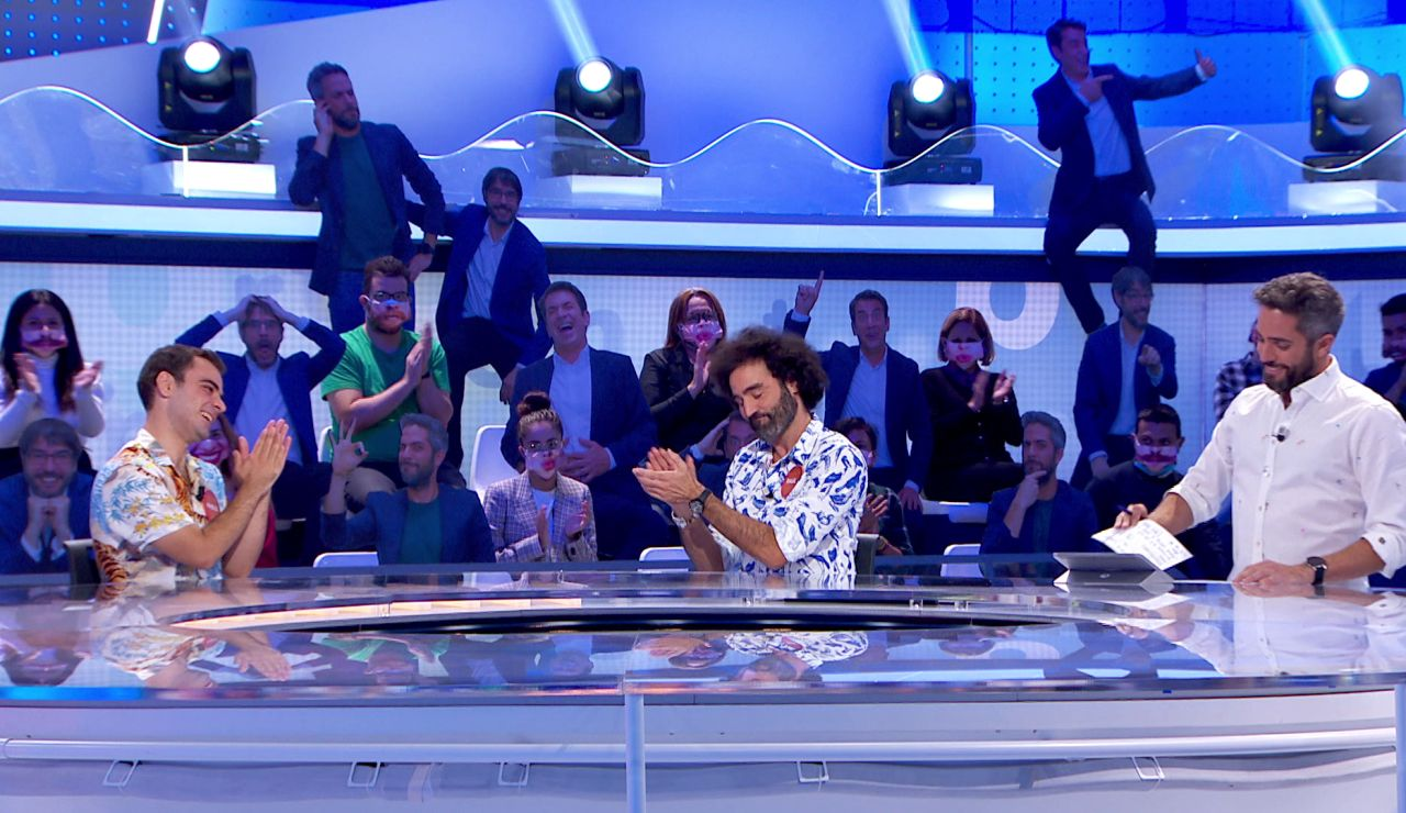 """¡Brutal! Pablo cumple su palabra y luce una """"camisa loca lustrosa"""" cedida por Raúl Gómez"""