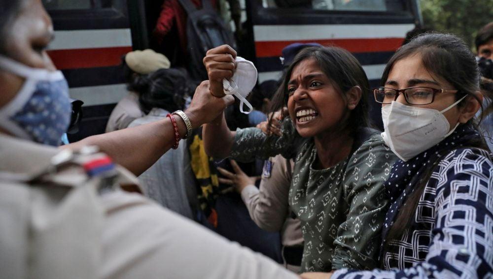 Graves disturbios tras la violación de una joven en India