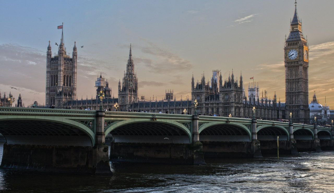 Una diputada escocesa acude al Parlamento británico con síntomas y da positivo en coronavirus