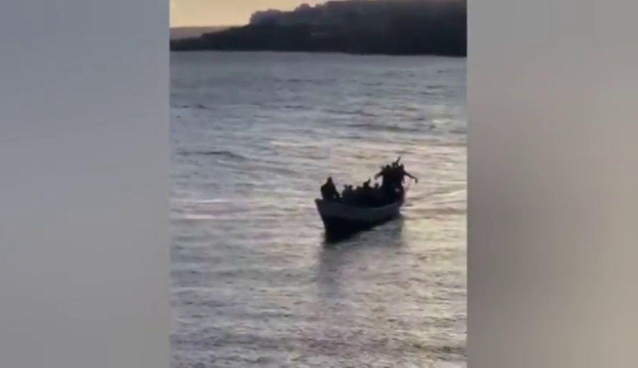26 inmigrantes llegan a Granadilla (Tenerife) con cánticos de alegría por alcanzar tierra