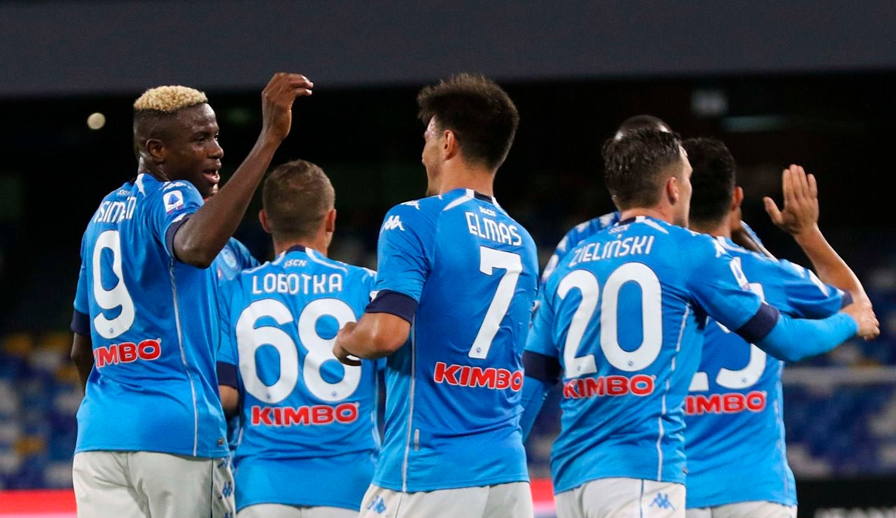 Los jugadores del Nápoles celebran un gol