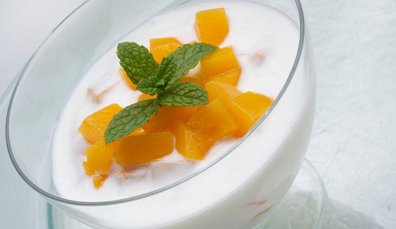 Elabora el yogur con dados de melocotón, de Karlos Arguiñano