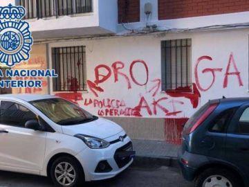 Pintada en la calle de Cádiz en la que se vendía droga