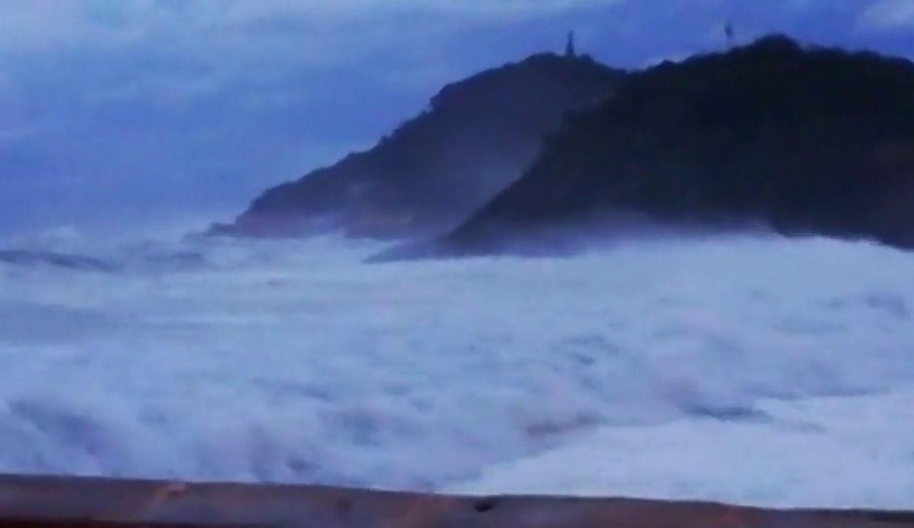 Fuerte oleaje y vientos de hasta 100 kilómetros hora: llega la borrasca 'Alex' a San Sebastián