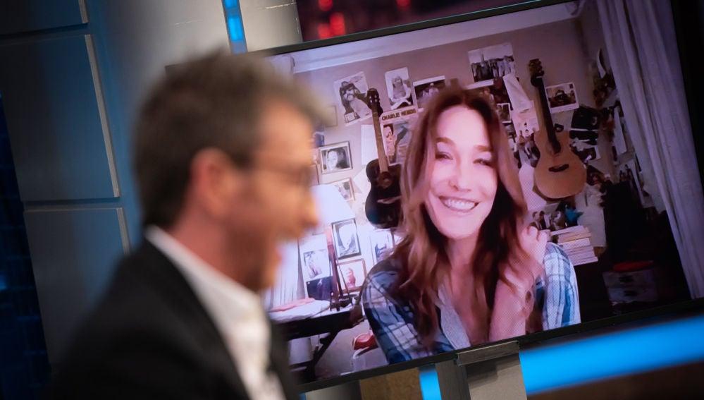 Carla Bruni sorprende en 'El Hormiguero 3.0' cantando 'Por qué te vas' de Jeanette