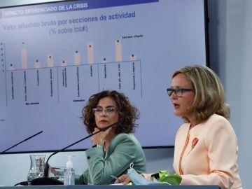 María Jesús Montero y Nadia Calviño, en rueda de prensa tras el Consejo de Ministros.