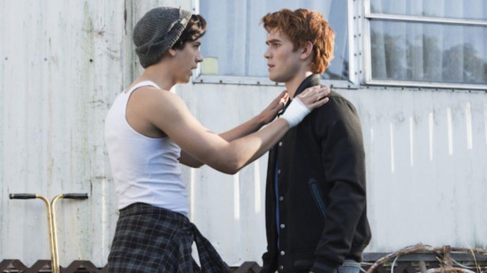 Cole Sprouse y KJ Apa como Jughead y Archie en 'Riverdale'
