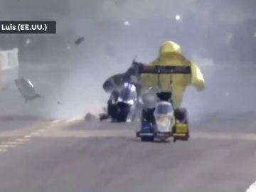 Leah Pruett sufre un terrible accidente a 420 km/h y el coche se desintegra