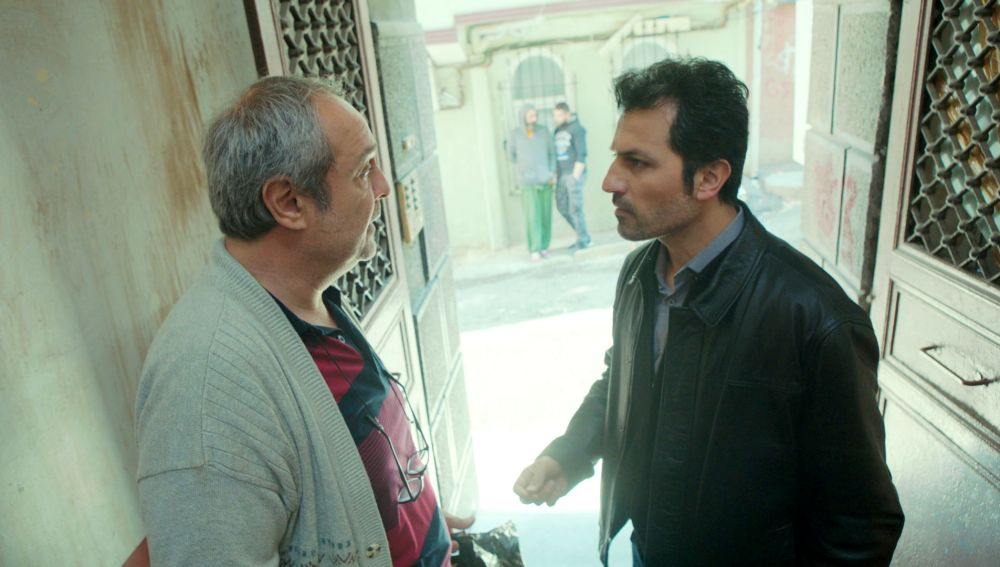 """Avance de 'Mujer': """"Tengo un mal presentimiento"""", Arif descubre un nuevo revés en la vida de Enver y Bahar"""