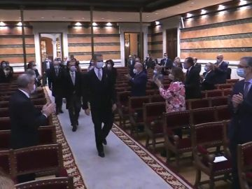 Ovación a Felipe VI en la Real Academia ante todos los poderes del Estado
