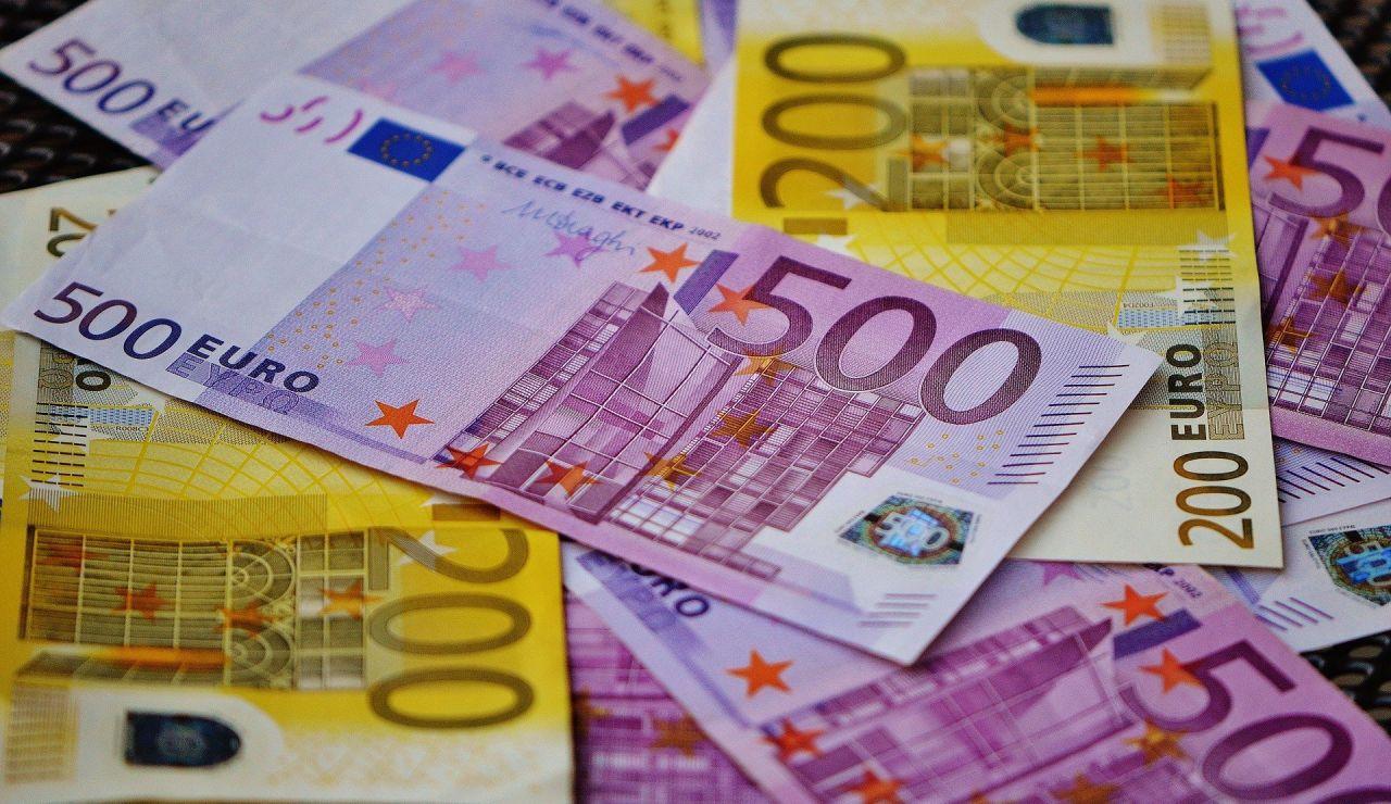 Billetes de 500 y 200 euros (Archivo)