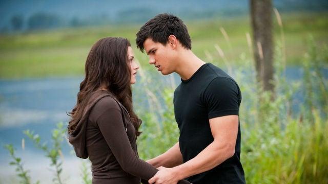 Kristen Stewart y Taylor Lautner como Bella y Jacob en 'Crepúsculo'