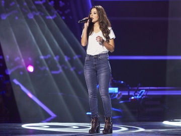 Mireia Ortiz cautiva cantando 'Contigo en la distancia' en las Audiciones a ciegas de 'La Voz'