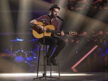 Cristian Segura, puro arte interpretando 'Flor de lis' en las Audiciones a ciegas de 'La Voz'