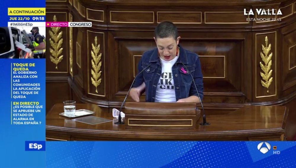 """Aina Vidal, la diputada en tratamiento por cáncer, protagoniza el momento más emotivo de la moción de censura de Vox: """"Aquí se respira odio, defendamos el amor"""""""