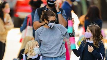 Drew Barrymore acompaña a sus hijas al colegio