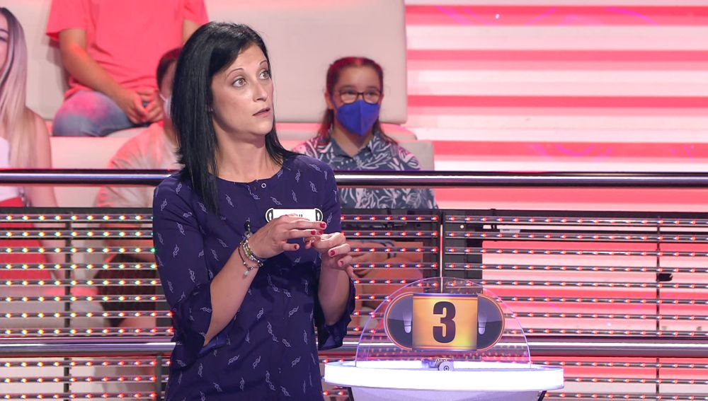 """Arturo Valls bromea con la ilusión """"de mierda"""" de una concursante con el dinero de '¡Ahora caigo!'"""