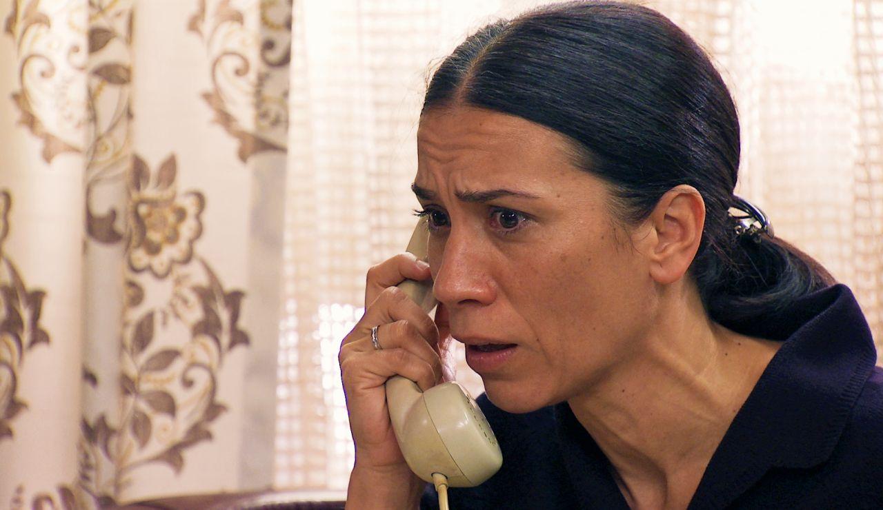 Manolita consigue contactar con un prestigioso periodista y se cite con él en busca de respuestas sobre la muerte de Marisol.