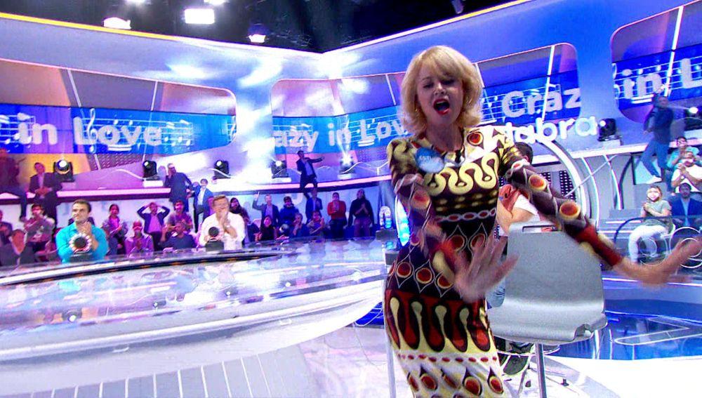 Esther Arroyo se viene arriba con un sensual baile como Beyoncé en 'La Pista'