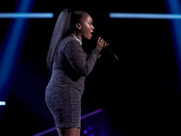 Lili Hergueta canta 'The joke' en  los Asaltos de 'La Voz'