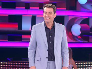 """""""Me están dando unas ganas de tirarte"""": Arturo Valls flipa con el currículum de un concursante de '¡Ahora caigo!'"""