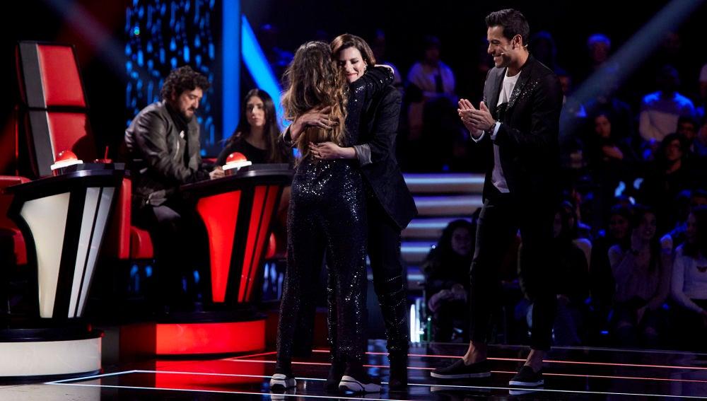 Laura Pausini y Carlos Rivera se deciden por Carlota Palacios en los Asaltos de 'La Voz'