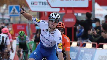 Sam Bennett gana el primer esprint de la Vuelta a España y Roglic sigue líder