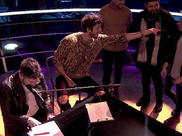 Pablo López y Sebastián Yatra cantan 'Un año' junto a los talents de su equipo