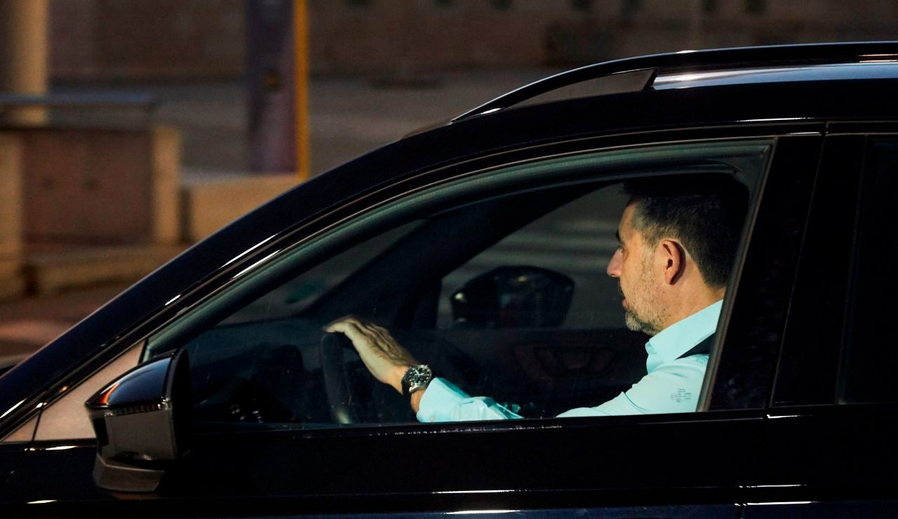 El presidente del FC Barcelona, Josep Maria Bartomeu, a su salida del Camp Nou