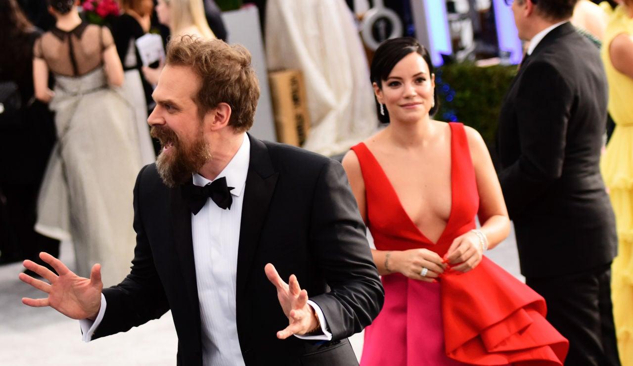 David Harbour y su mujer Lily Allen