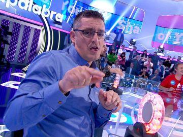 ¡Brutal! Luis revoluciona el plató de 'Pasapalabra' con una original versión de 'Shape of you'