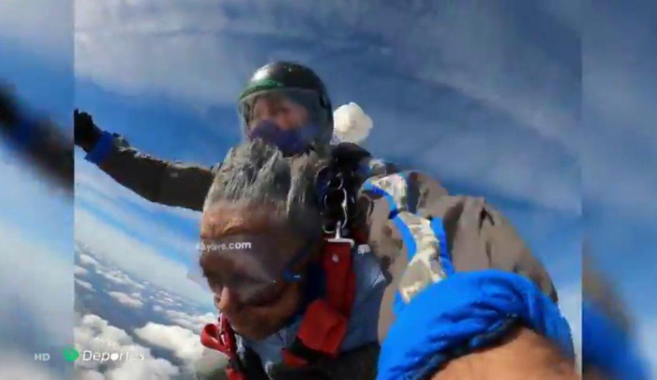 Mellei Bailey, la veterana de guerra de 102 años que se ha atrevido a saltar en paracaídas