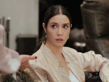 Piril regresa a Estambul y descubre un nuevo peligro en su vida: la madre de Sarp