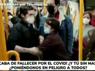 """Pelea en el Metro de Madrid por no llevar mascarilla: """"Se ha muerto un tío mío por el Covid. ¡Tú, respeta! No viajas tú solo"""""""