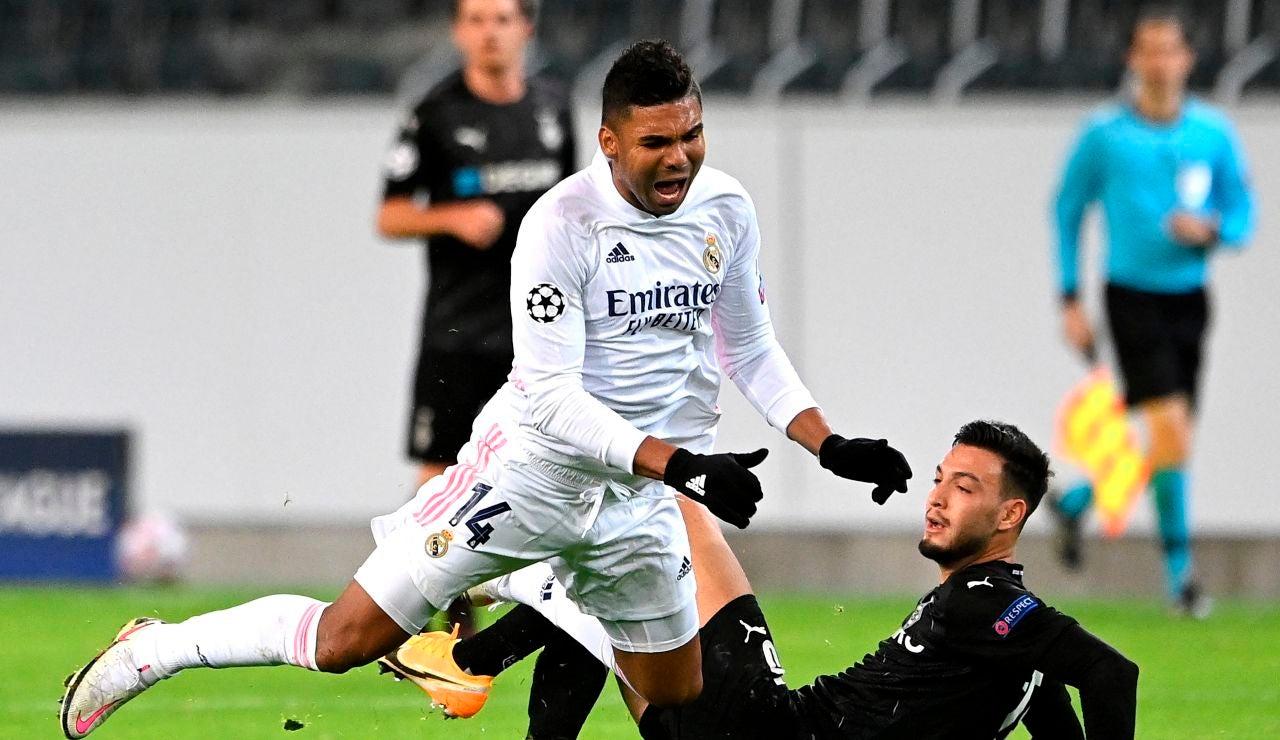 Casemiro, en acción ante el Borussia Mönchengladbach