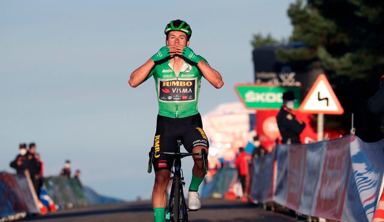 El esloveno Primoz Roglic celebra la victoria en la etapa 8 de la Vuelta a España