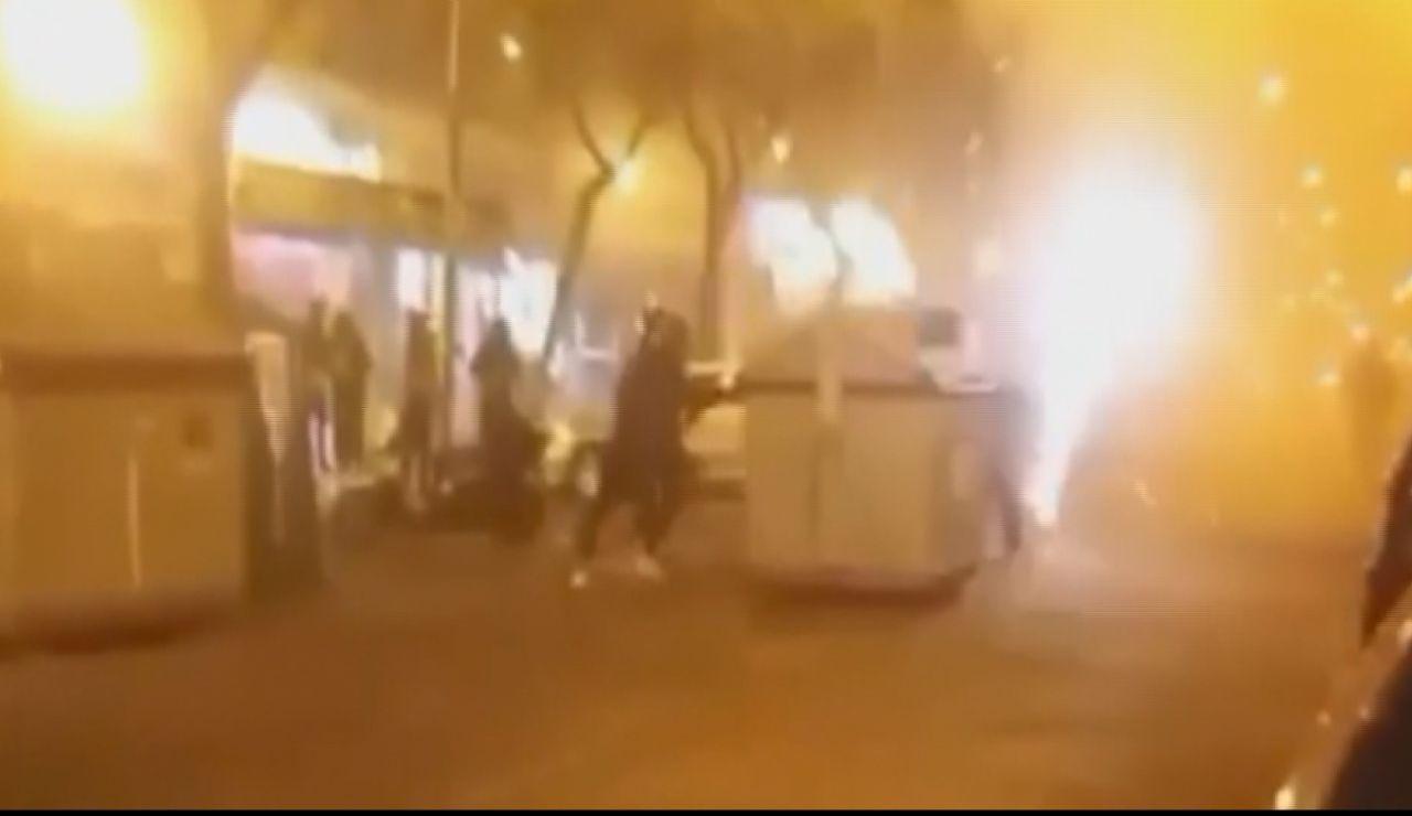 Protesta violenta en Sevilla contra el estado de alarma