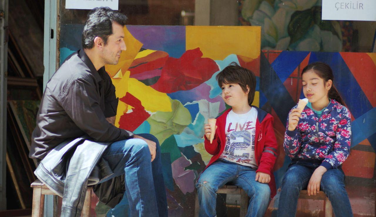 Nisan y Doruk descolocan a Arif con su pregunta más difícil: ¿De quién está enamorado?