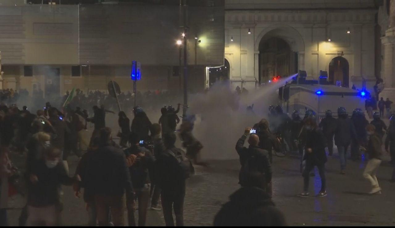 Disturbios en Italia por las restricciones