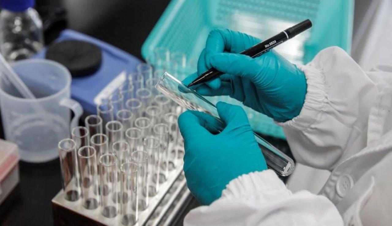 Noticias de la mañana (28-10-20) Científicos de Oxford alertan de la necesidad de un método común para evaluar la eficacia de las vacunas contra el coronavirus