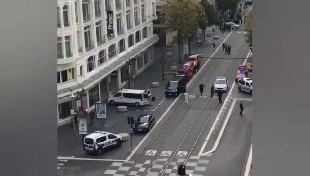 Al menos dos muertos y varios heridos en un ataque con cuchillo en una iglesia de Niza