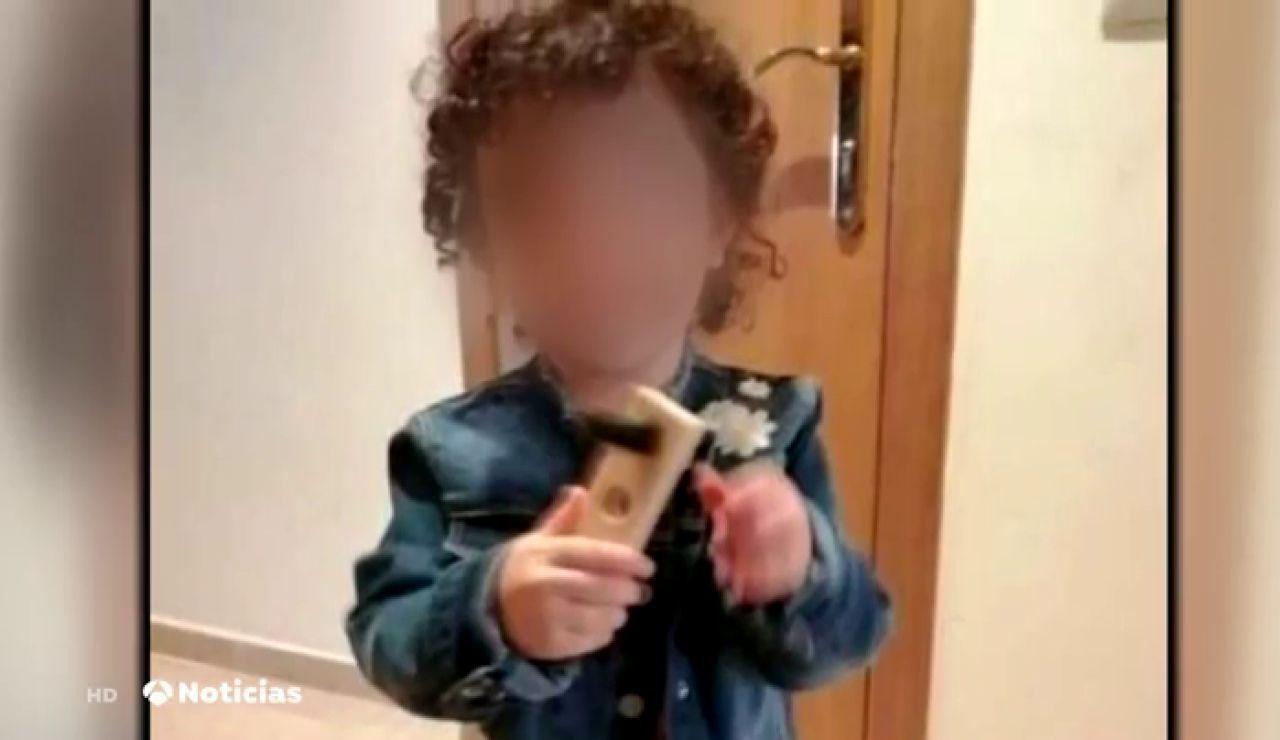 La pequeña Amelia, desaparecida durante horas en Barcelona