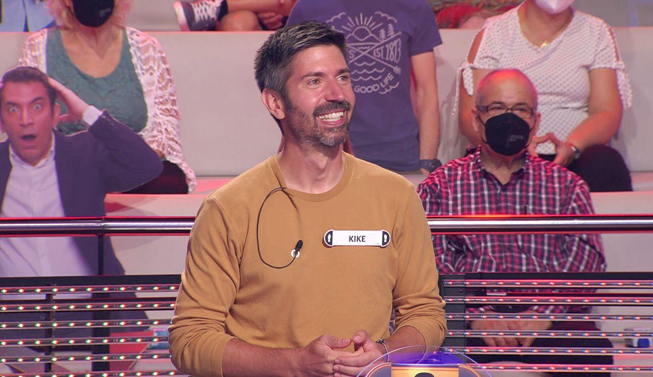 La triple broma de Arturo Valls con la curiosa afición de un concursante de '¡Ahora caigo!'