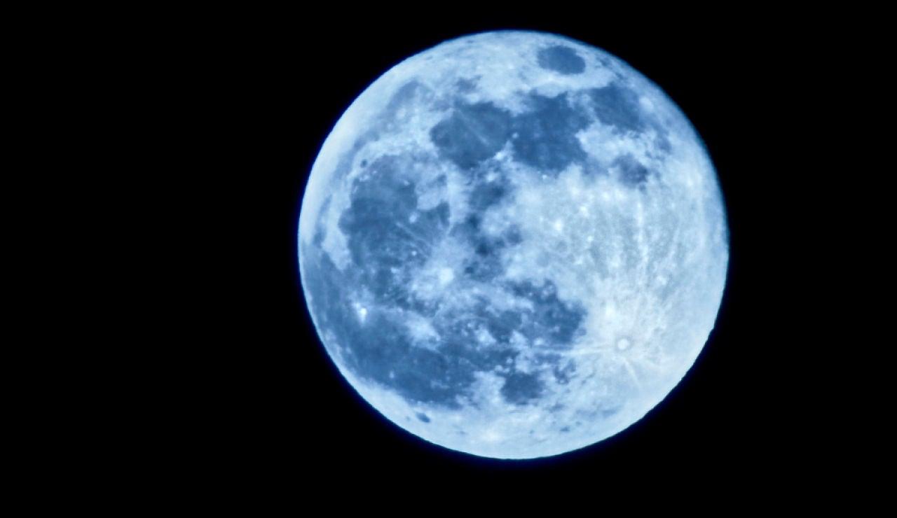 Hoy puedes ver la luna azul, ¿qué es y por qué se llama así?
