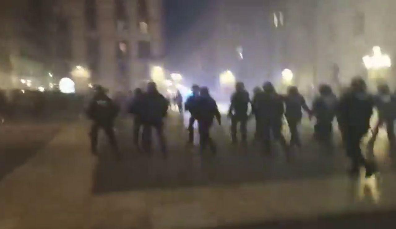 Disturbios en una manifestación negacionista convocada en Barcelona
