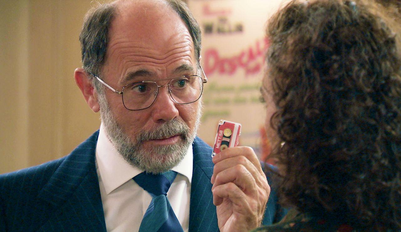 """Miguel sospecha de Abel y se empeña en seguirle investigando: """"Nos jugamos la supervivencia de la democracia"""""""